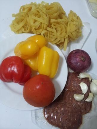Tagliatelle with salami & capsicum (2)