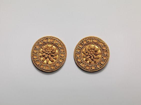 Earing discs ancient