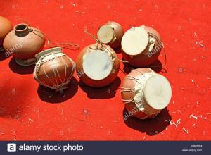 ghumat-or-ghumott-the-traditional-percussion-musical-instrument-of-goa-india-made-using-leather-membrane-and-earthern-pot-P8NT9M